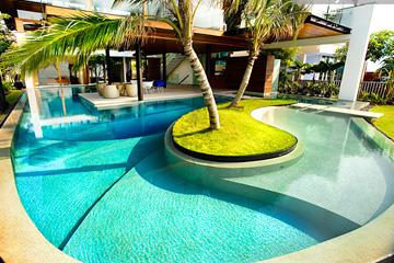 Роскошный бассейн в экзотической резиденции
