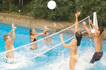 Игры у бассейна фото 373-505